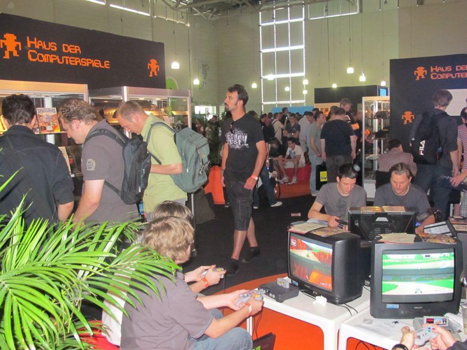 Lange Nacht der Computerspiele seit 2007 jährliche Ausrichtung Entwicklung und Organisation gemeinsam mit der HTWK Leipzig größtes Retrospiele-Event in Deutschland 150 Spielstationen, Ausstellungen, Brettspiele, Vorträge auf 1.500 qm 1.500 Besucher in einer Nacht
