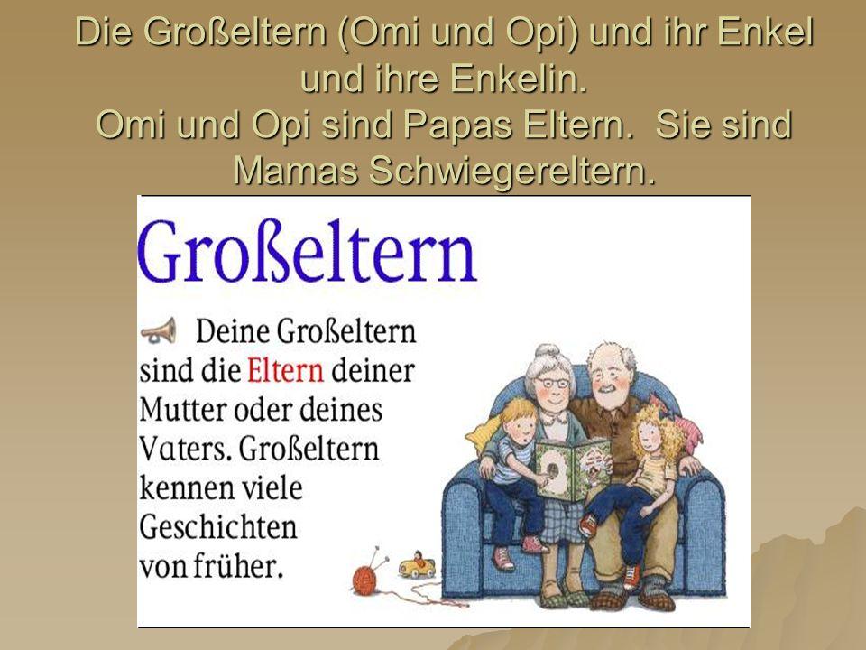 Die Großeltern (Omi und Opi) und ihr Enkel und ihre Enkelin. Omi und Opi sind Papas Eltern. Sie sind Mamas Schwiegereltern.