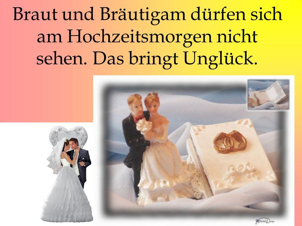 Braut und Bräutigam dürfen sich am Hochzeitsmorgen nicht sehen. Das bringt Unglück.