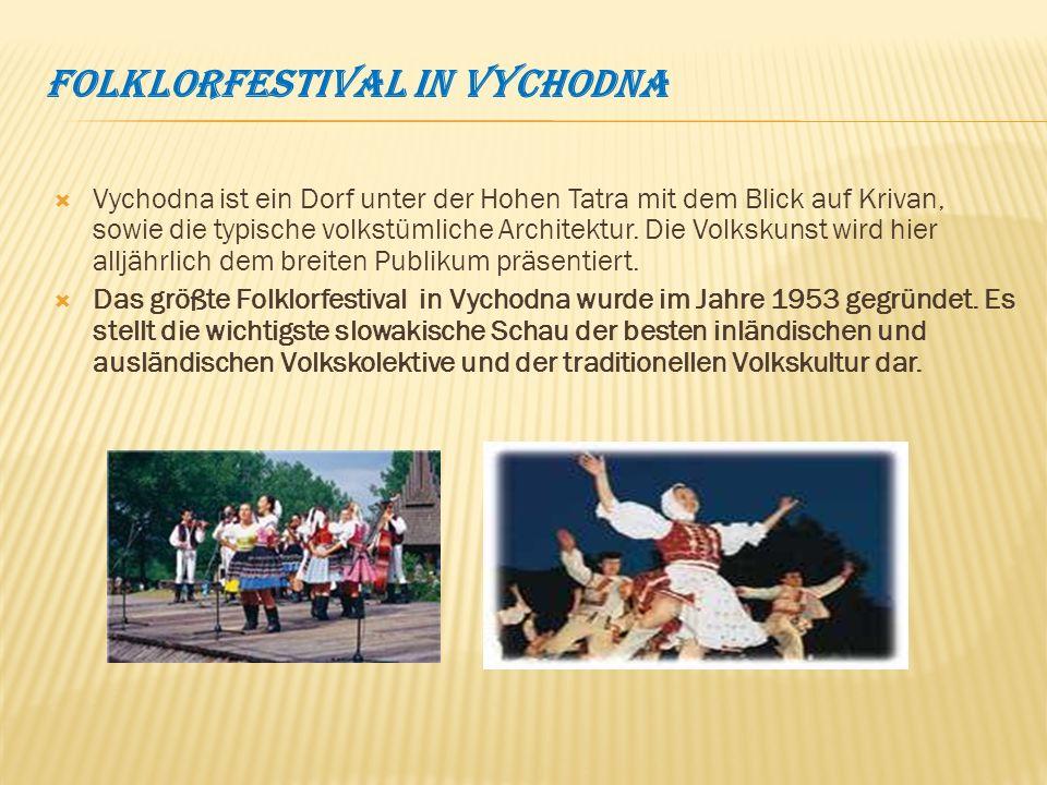 Folklorfestival in Vychodna Vychodna ist ein Dorf unter der Hohen Tatra mit dem Blick auf Krivan, sowie die typische volkstümliche Architektur.