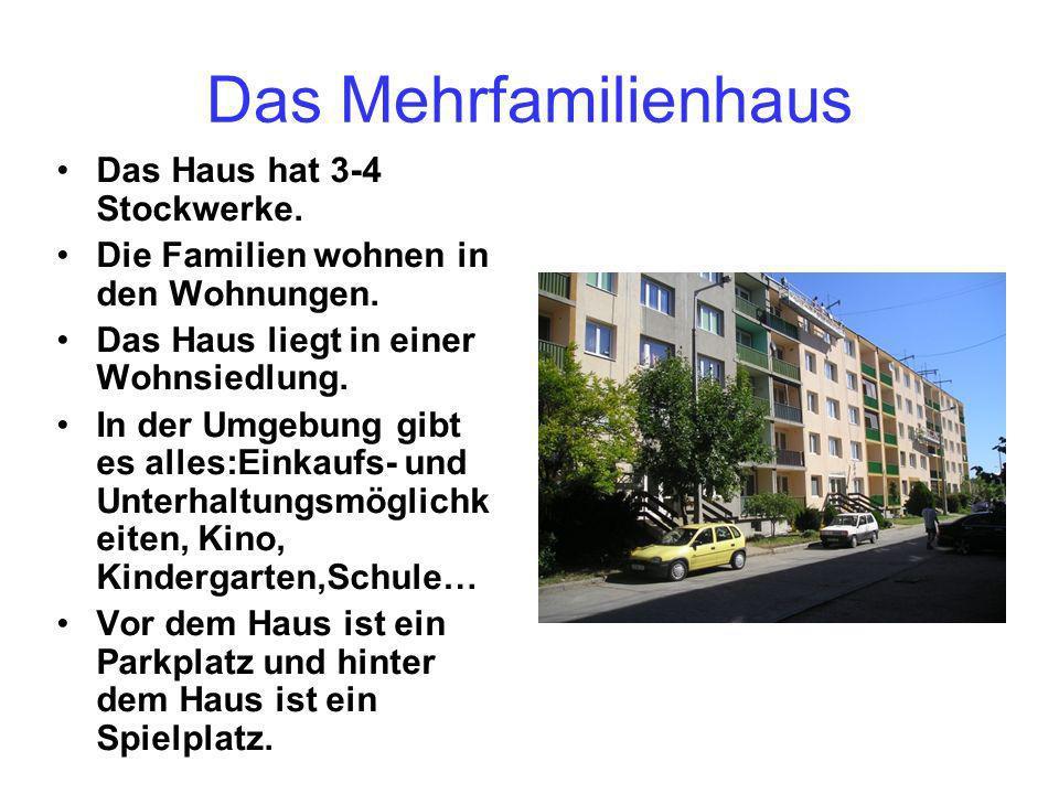 Das Mehrfamilienhaus Das Haus hat 3-4 Stockwerke.Die Familien wohnen in den Wohnungen.