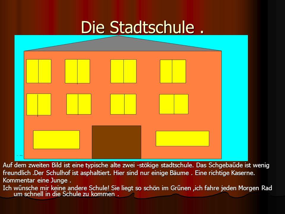 Die Stadtschule. Auf dem zweiten Bild ist eine typische alte zwei -stökige stadtschule. Das Schgebaűde ist wenig freundlich.Der Schulhof ist asphaltie