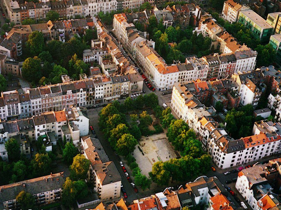 Dass im Frankenberger Viertel keine Mietanlagen nach Berliner Muster entstanden sind, entspricht dem halb ländlichen, villenartigen Charakter der Anlage, die vorwiegend dem besseren Publikum zugedacht war.