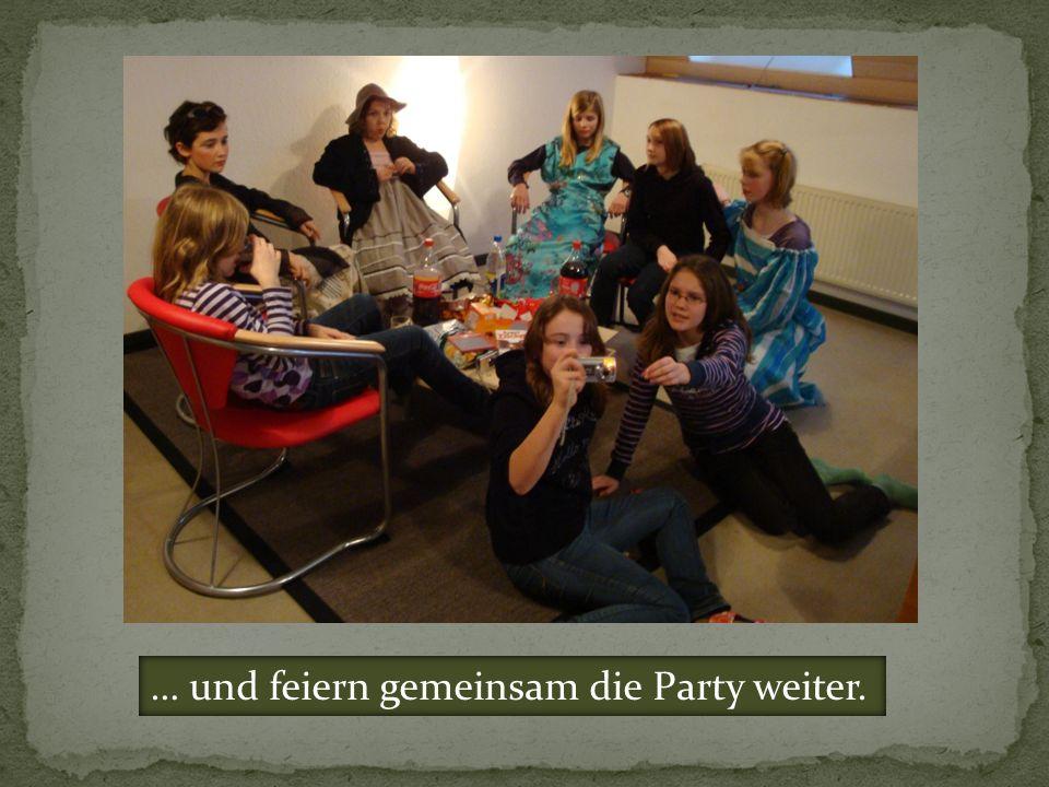 … und feiern gemeinsam die Party weiter.