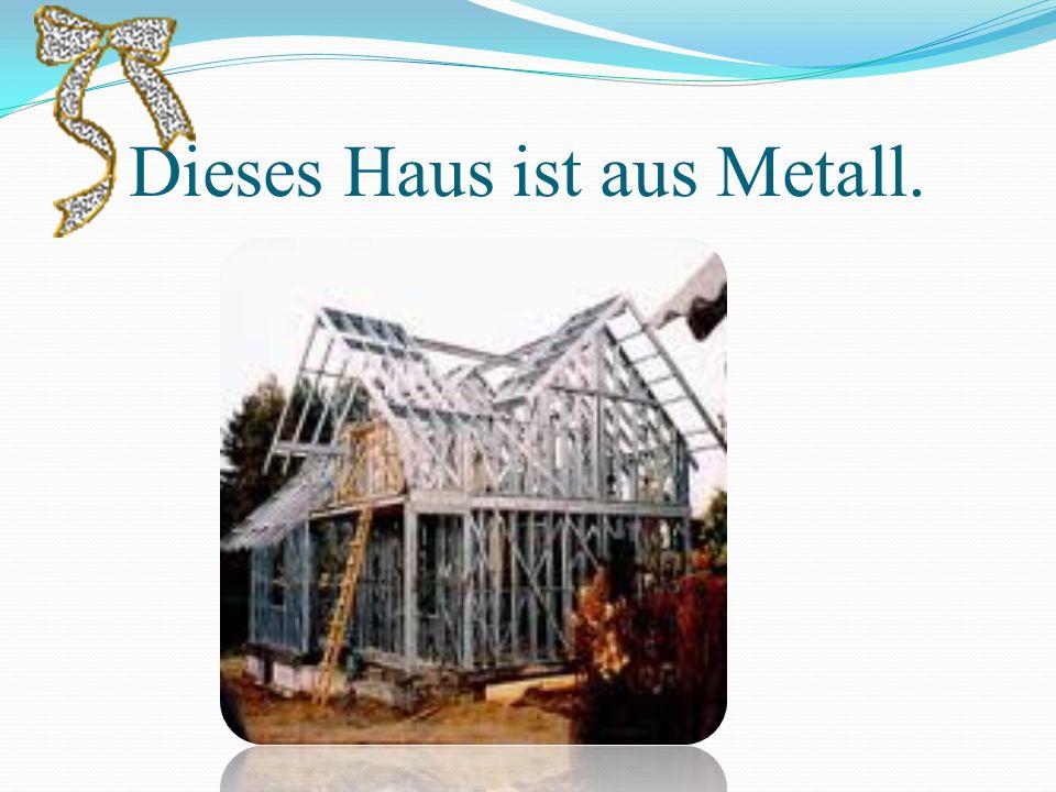 Dieses Haus ist aus Metall.