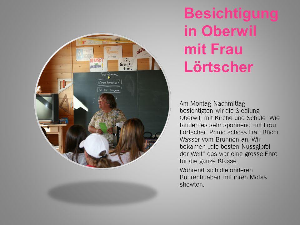 Besichtigung in Oberwil mit Frau Lörtscher Am Montag Nachmittag besichtigten wir die Siedlung Oberwil, mit Kirche und Schule.