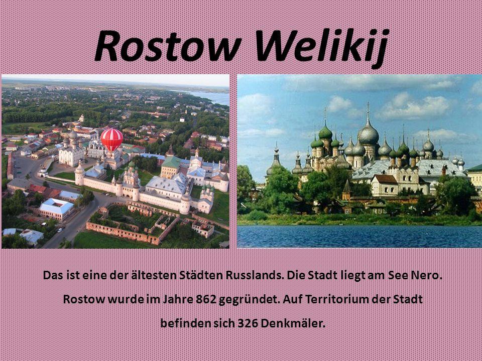 Der Kreml in Rostow Welikij Der Kreml wurde von 1670 bis 1683 von dem Architekten Peter Dosaew gebaut.