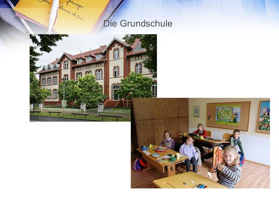 Die Realschule Umfasst die Klassen 5 – 10, Es gibt ein Probehalbjahr, Es gibt Wahlpflichtkurse, Die Schūler gehen in die Berufsschule oder ins Gymnasium.