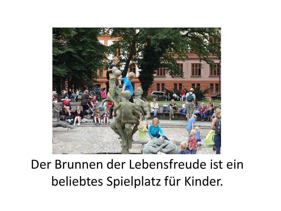 Der Brunnen der Lebensfreude ist ein beliebtes Spielplatz für Kinder.
