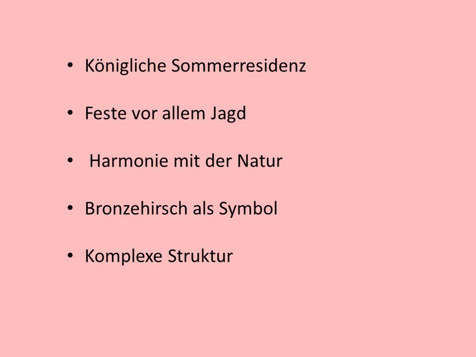 Königliche Sommerresidenz Feste vor allem Jagd Harmonie mit der Natur Bronzehirsch als Symbol Komplexe Struktur