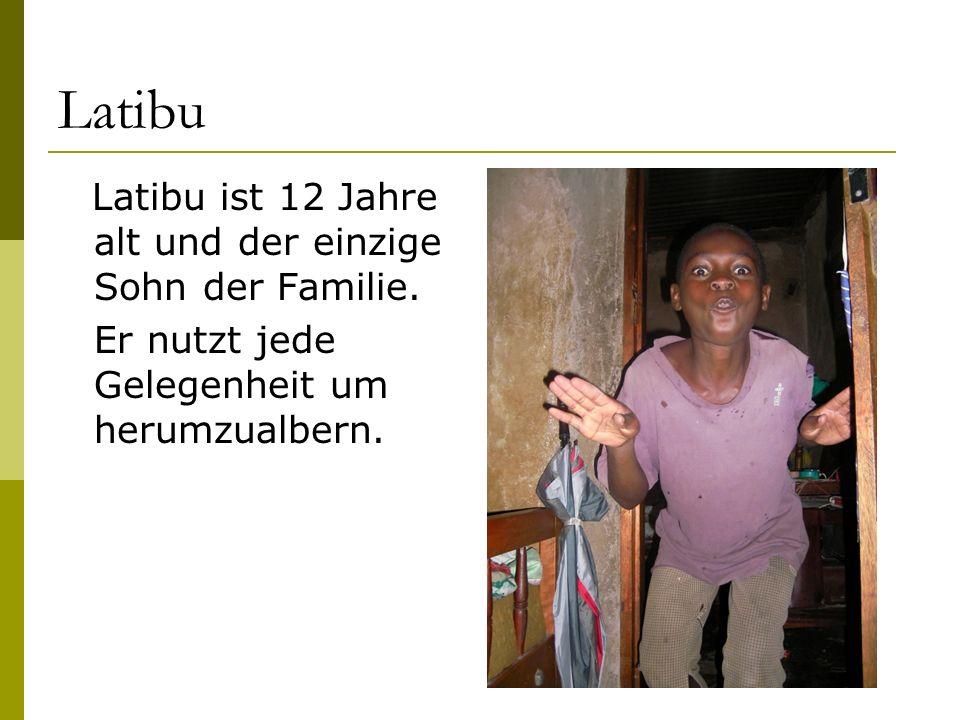 Latibu Latibu ist 12 Jahre alt und der einzige Sohn der Familie. Er nutzt jede Gelegenheit um herumzualbern.