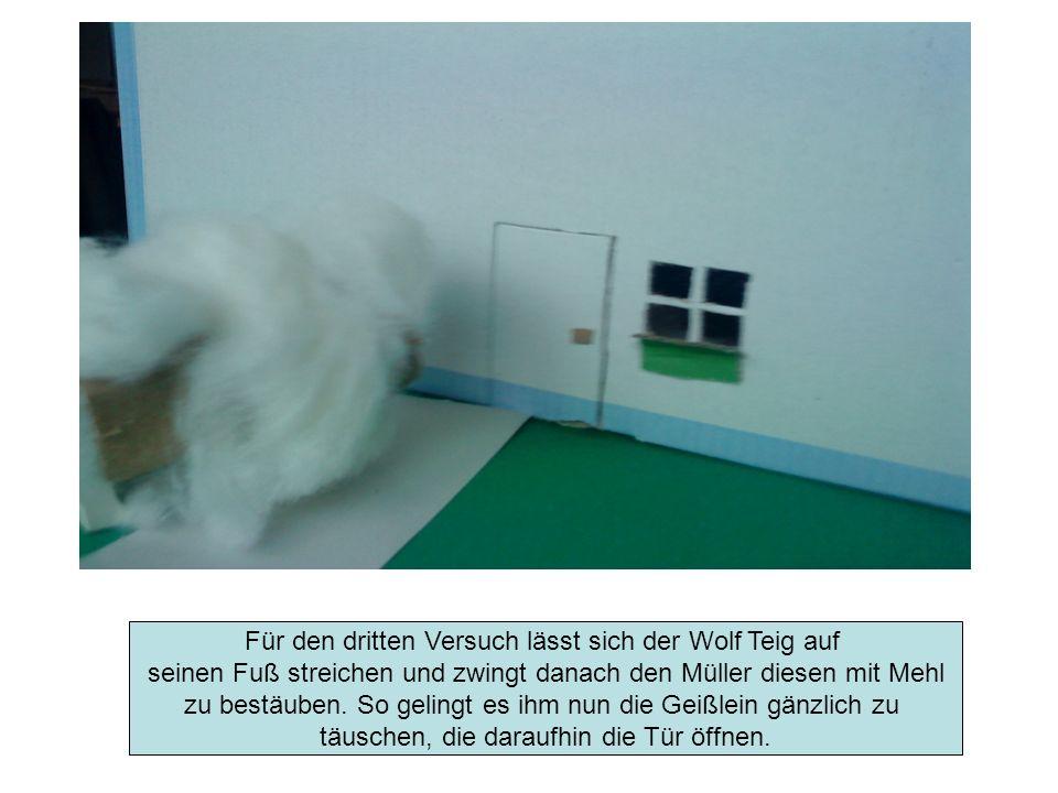 Für den dritten Versuch lässt sich der Wolf Teig auf seinen Fuß streichen und zwingt danach den Müller diesen mit Mehl zu bestäuben. So gelingt es ihm