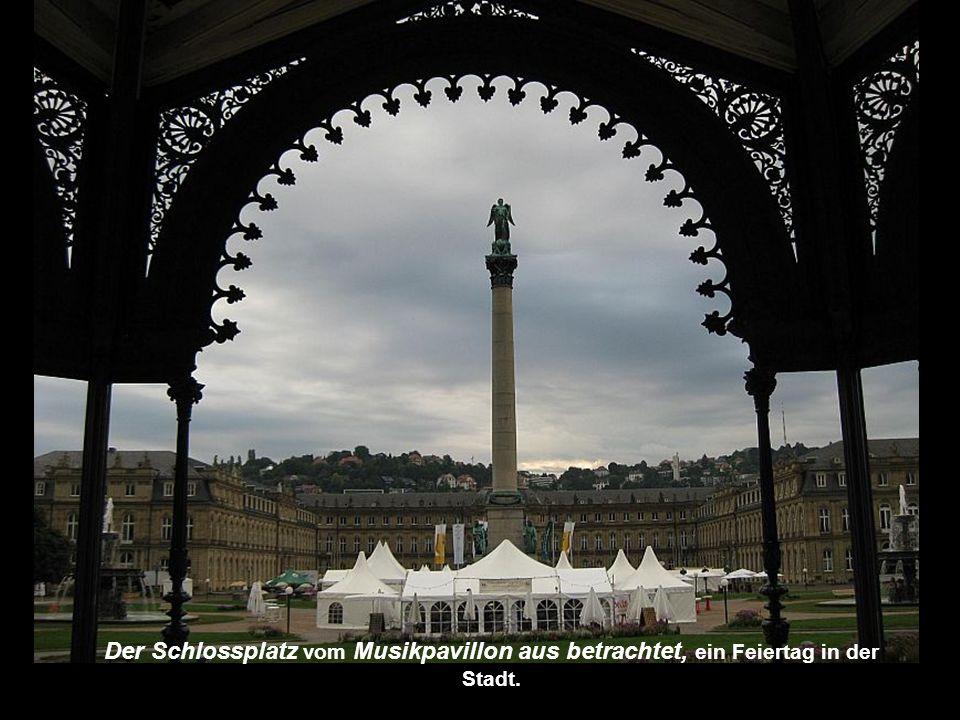 Der Schlossplatz ist ein verspielter Platz und ein Treffpunkt für die ganze Stadt