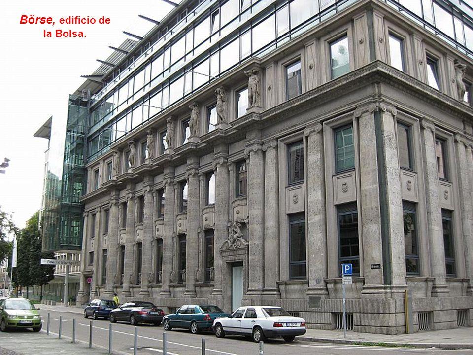Friedrichsbau, das Finanzzentrum von Stuttgart.