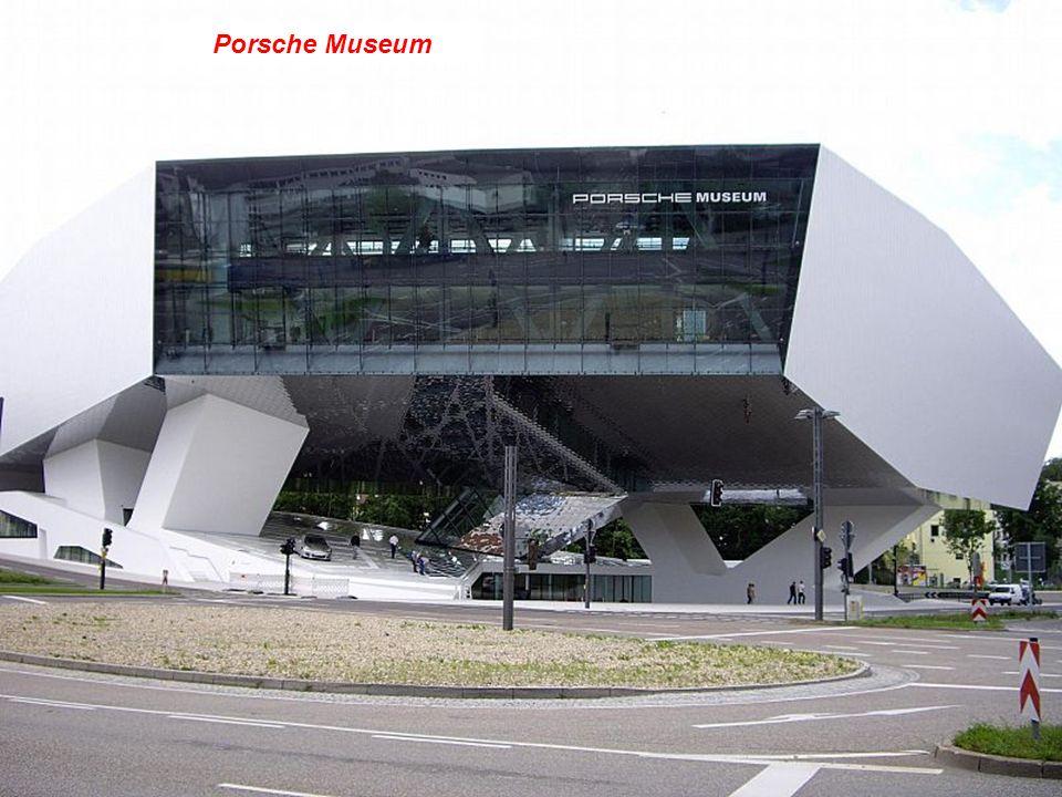 Haus der Wirtschaft, (Edificio de Comercio)