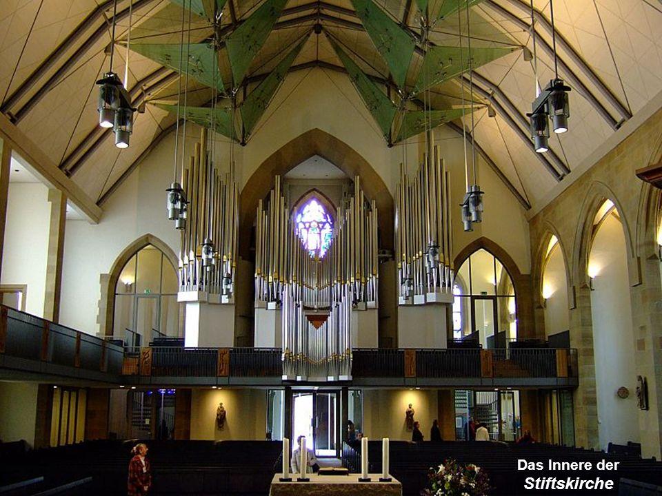 Die Stiftskirche ist die Hauptkirche der evangelischen Landeskirche des ehemeligen Staates Württemberg (mehrheitlich katholisch). Wie viele andere Geb