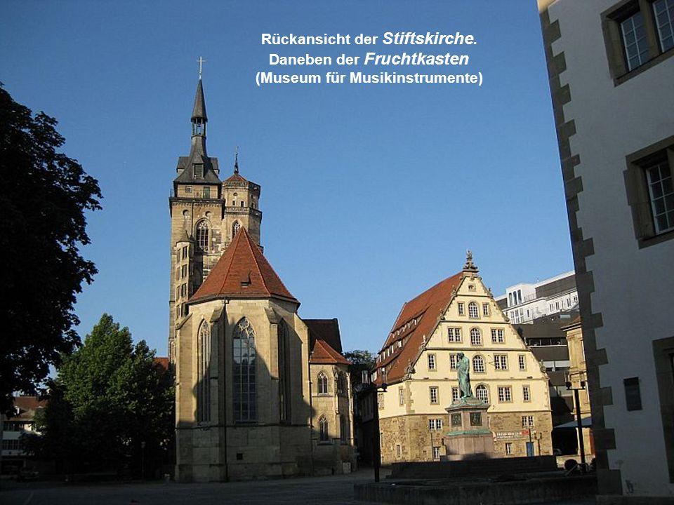 Rückansicht der Stiftskirche. Daneben der Fruchtkasten (Museum für Musikinstrumente)