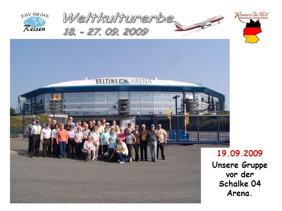 19.09.2009 Unsere Gruppe vor der Schalke 04 Arena.