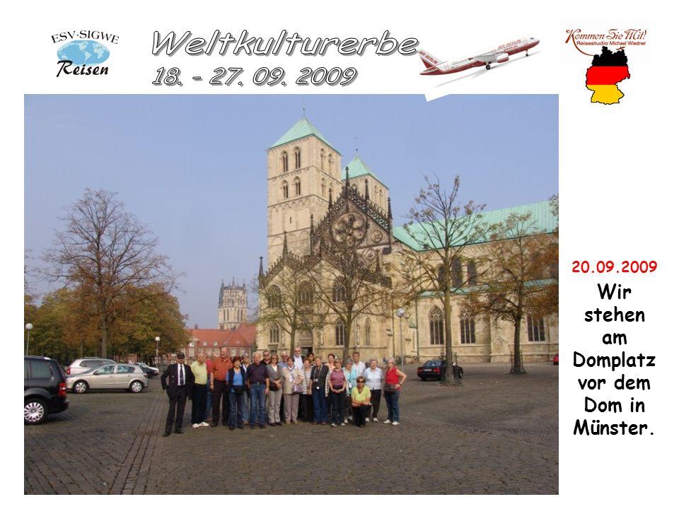 20.09.2009 Wir stehen am Domplatz vor dem Dom in Münster.