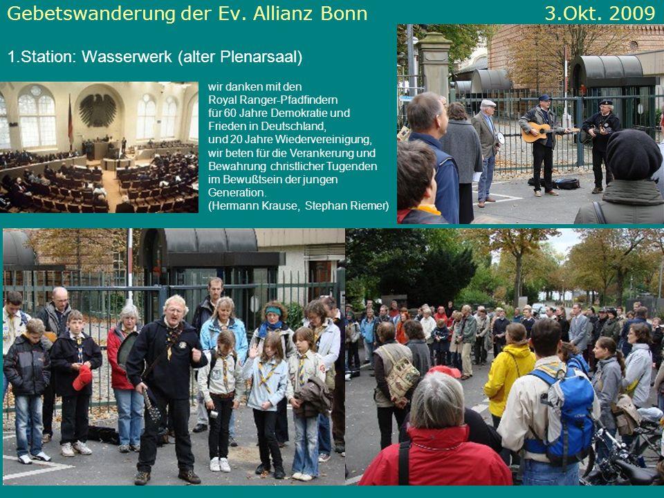 Gebetswanderung der Ev. Allianz Bonn 3.Okt. 2009 1.Station: Wasserwerk (alter Plenarsaal) wir danken mit den Royal Ranger-Pfadfindern für 60 Jahre Dem