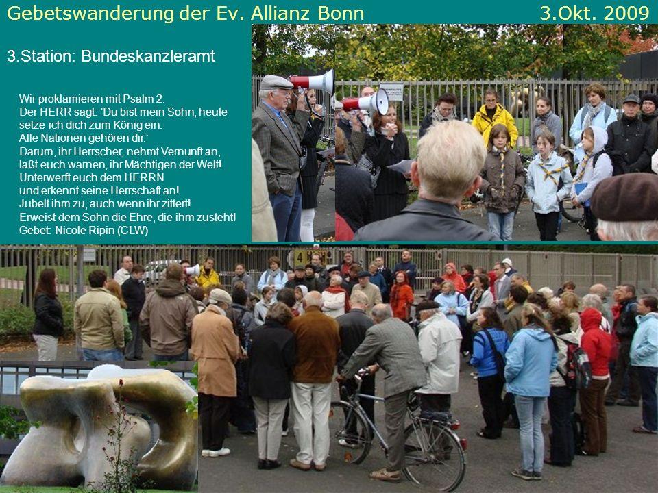 Gebetswanderung der Ev. Allianz Bonn 3.Okt. 2009 3.Station: Bundeskanzleramt Wir proklamieren mit Psalm 2: Der HERR sagt: 'Du bist mein Sohn, heute se