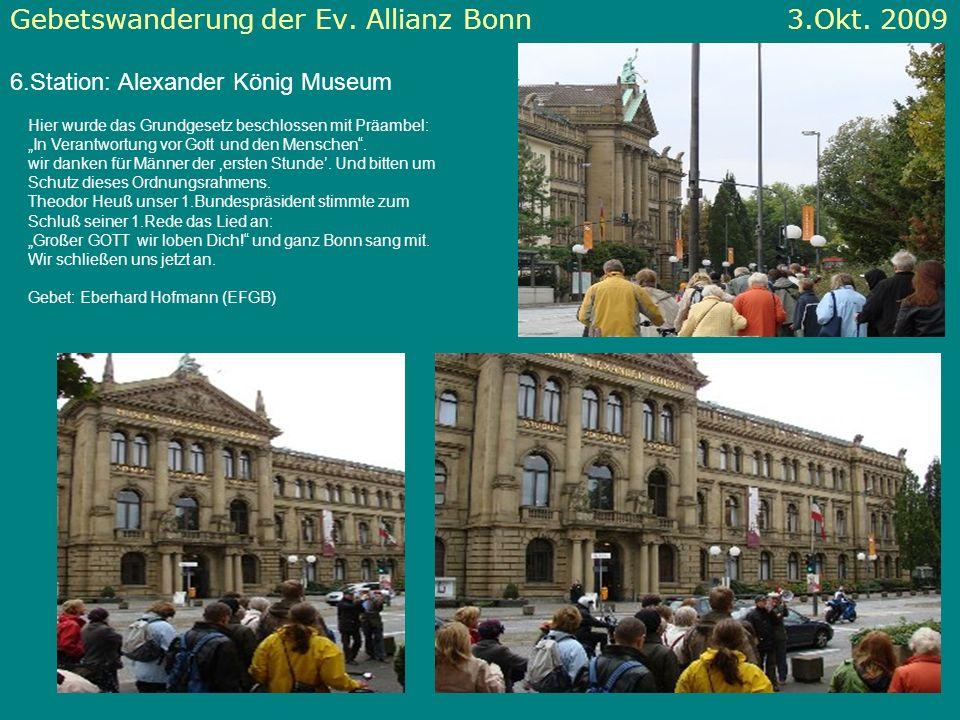 Gebetswanderung der Ev. Allianz Bonn 3.Okt. 2009 6.Station: Alexander König Museum Hier wurde das Grundgesetz beschlossen mit Präambel: In Verantwortu