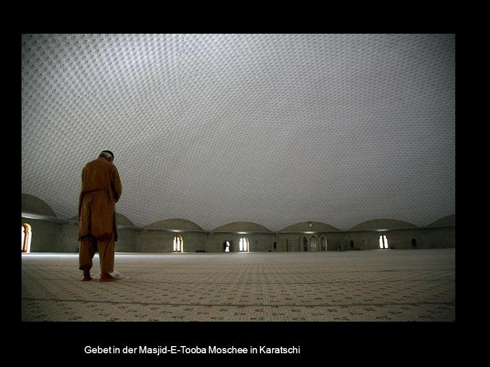 Badshahi Moschee am Abend