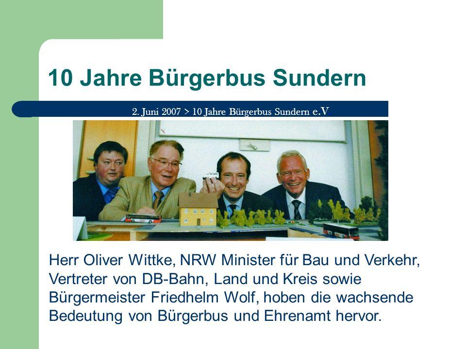 10 Jahre Bürgerbus Sundern 2. Juni 2007 > 10 Jahre Bürgerbus Sundern e.V. Herr Oliver Wittke, NRW Minister für Bau und Verkehr, Vertreter von DB-Bahn,