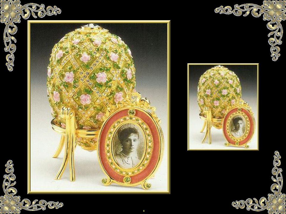 18 C est en 1885, qu Alexandre III commande le premier œuf, destiné à son épouse, la tsarine Maria Feodorovna.