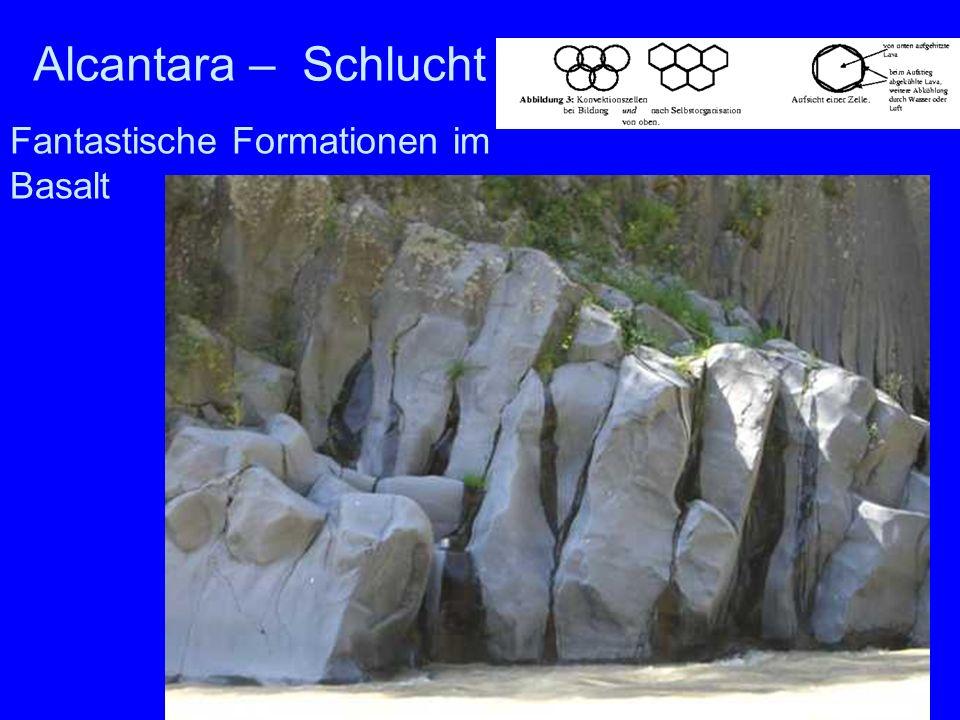 Fantastische Formationen im Basalt Alcantara Alcantara – Schlucht