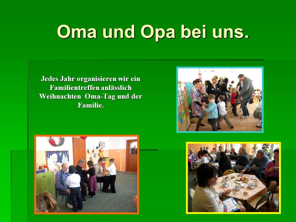 Oma und Opa bei uns. Oma und Opa bei uns. Jedes Jahr organisieren wir ein Familientreffen anlässlich Weihnachten Oma-Tag und der Familie.