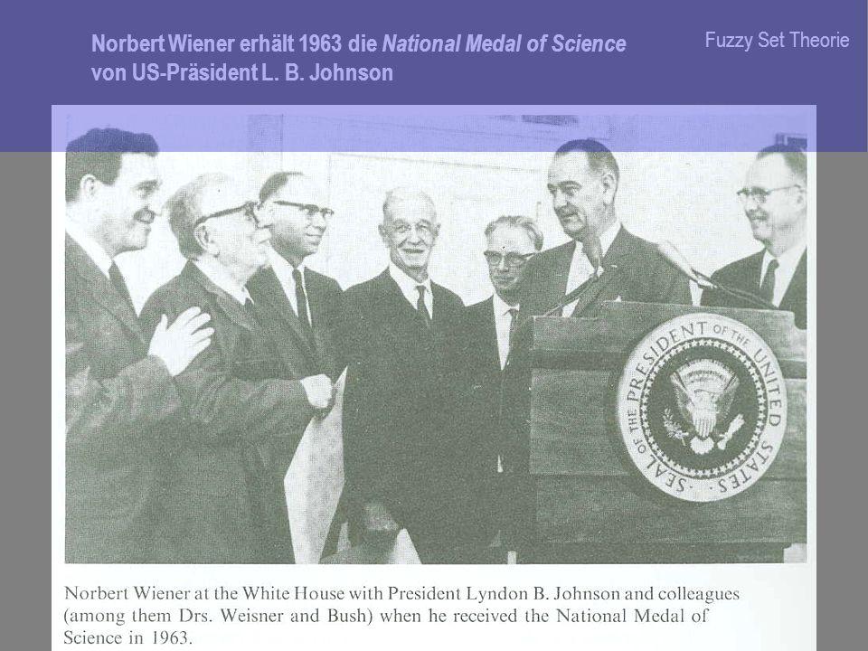 Norbert Wiener erhält 1963 die National Medal of Science von US-Präsident L. B. Johnson