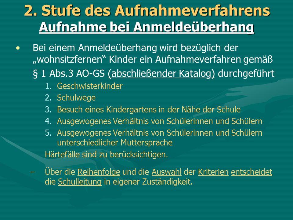Bei einem Anmeldeüberhang wird bezüglich der wohnsitzfernen Kinder ein Aufnahmeverfahren gemäß § 1 Abs.3 AO-GS (abschließender Katalog) durchgeführt 1