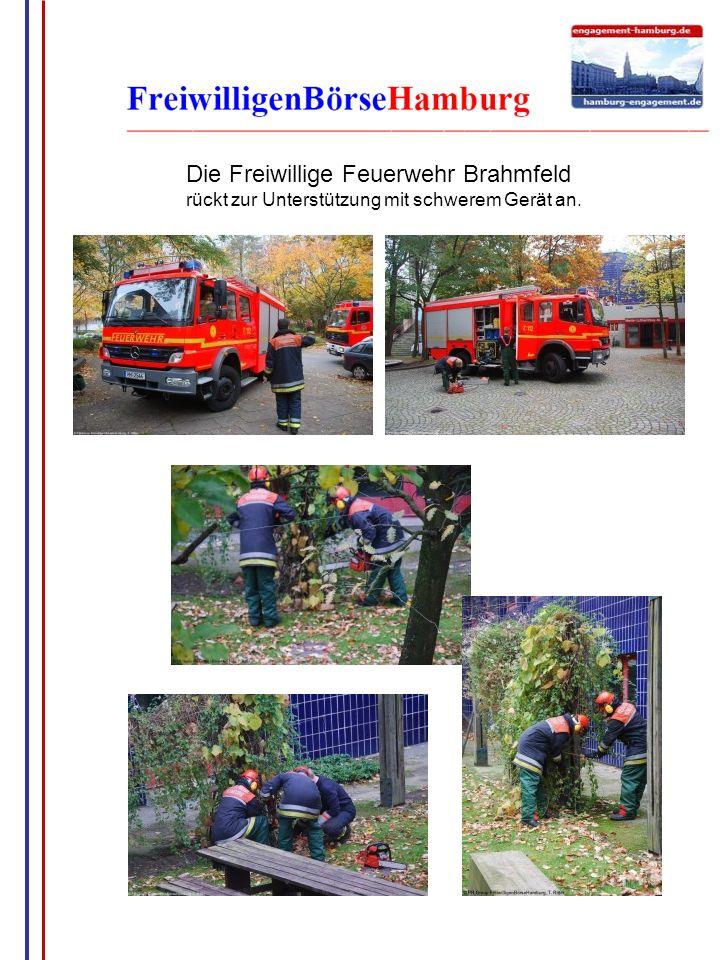 G.Wrage Die Freiwillige Feuerwehr Brahmfeld rückt zur Unterstützung mit schwerem Gerät an.
