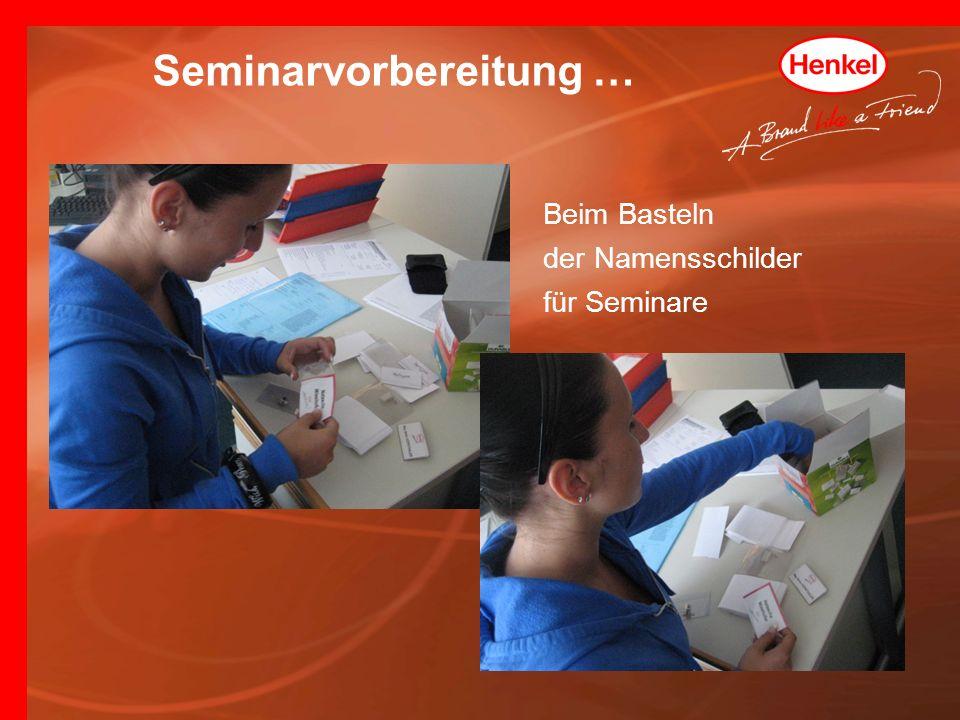 Beim Basteln der Namensschilder für Seminare Seminarvorbereitung …