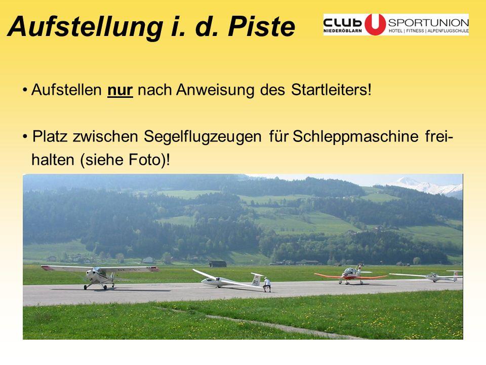 Aufstellung i. d. Piste Aufstellen nur nach Anweisung des Startleiters! Platz zwischen Segelflugzeugen für Schleppmaschine frei- halten (siehe Foto)!