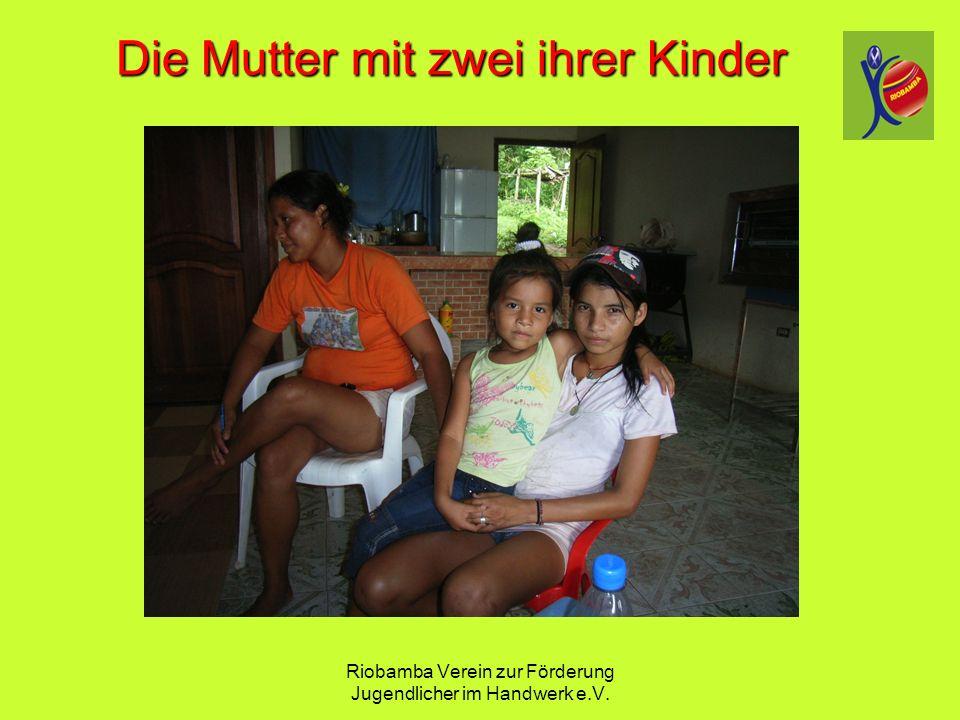 Riobamba Verein zur F ö rderung Jugendlicher im Handwerk e.V. Die Mutter mit zwei ihrer Kinder