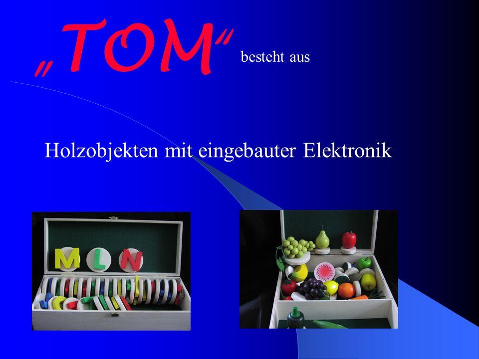 TOM besteht aus Holzobjekten mit eingebauter Elektronik