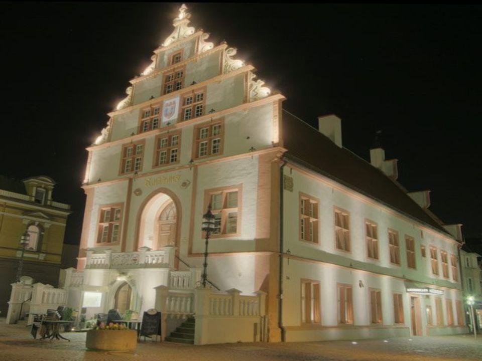 Bis zum 30-jährigen Krieg florierte der Handel mit dem weißen Gold und brachte großen Reichtum in die Stadt. Prachtvolle Bürgerhäuser und das alte 154