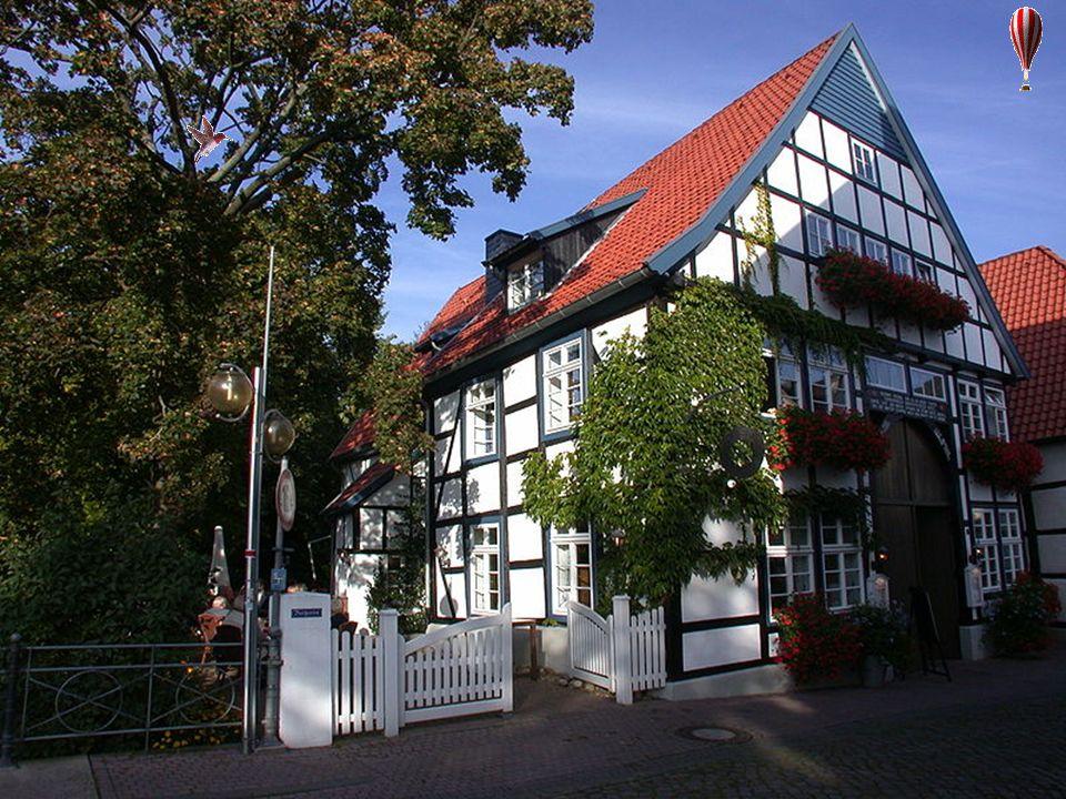 Die Innenstadt weist noch immer eine größere Anzahl zumeist giebelständiger Fachwerk- Dielenhäuser des 16. und 17. Jahrhunderts auf, die nicht selten