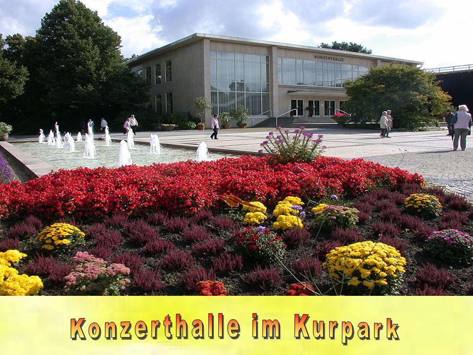 Am Kurgastzentrum ist der Eingang zum Kurpark mit dem anschließenden Landschaftspark. 120 Hektar stehen für ausgedehnte Spaziergänge zur Verfügung und