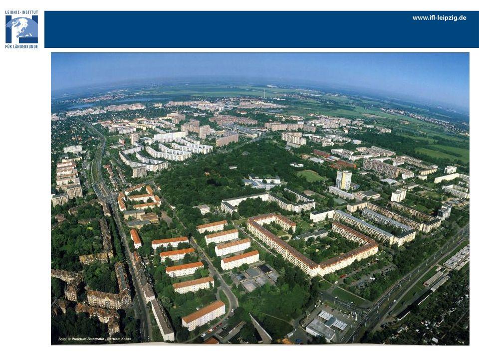 Bauphase: 1976 bis 1987 geplant: 22.000 Wohneinheiten gebaut: 36.000 Wohneinheiten 8 Wohnkomplexe Stadtbezirk West einschließlichehem.