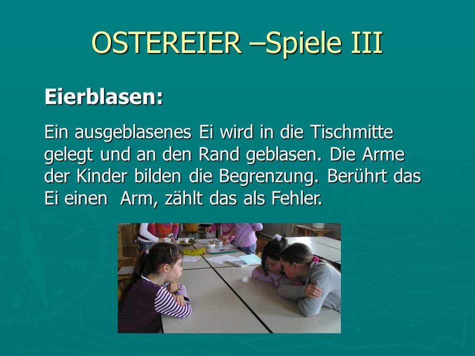 OSTEREIER –Spiele III Eierblasen: Ein ausgeblasenes Ei wird in die Tischmitte gelegt und an den Rand geblasen. Die Arme der Kinder bilden die Begrenzu