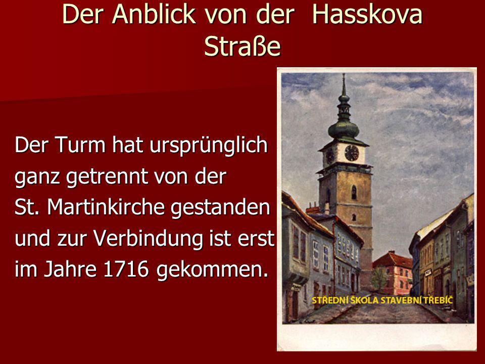 Der Turm hat ursprünglich ganz getrennt von der St. Martinkirche gestanden und zur Verbindung ist erst im Jahre 1716 gekommen. Der Anblick von der Has