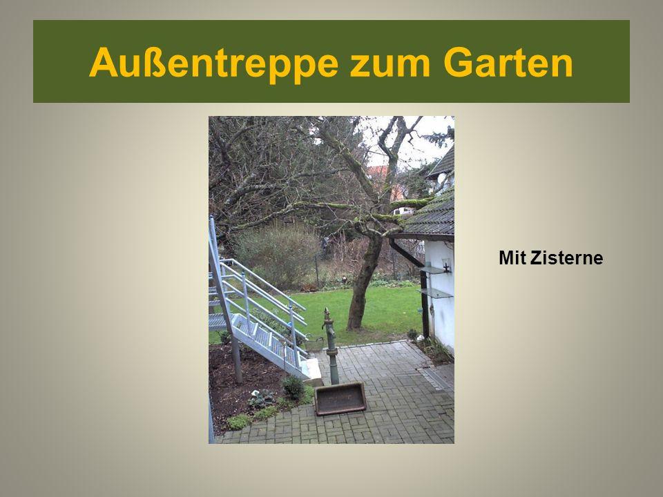 Außentreppe zum Garten Mit Zisterne