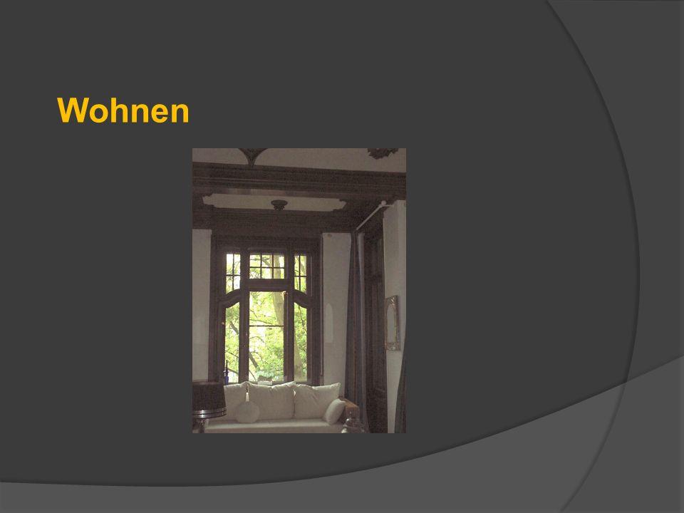 Essbereich mit Kamin & Jugendstilfenster