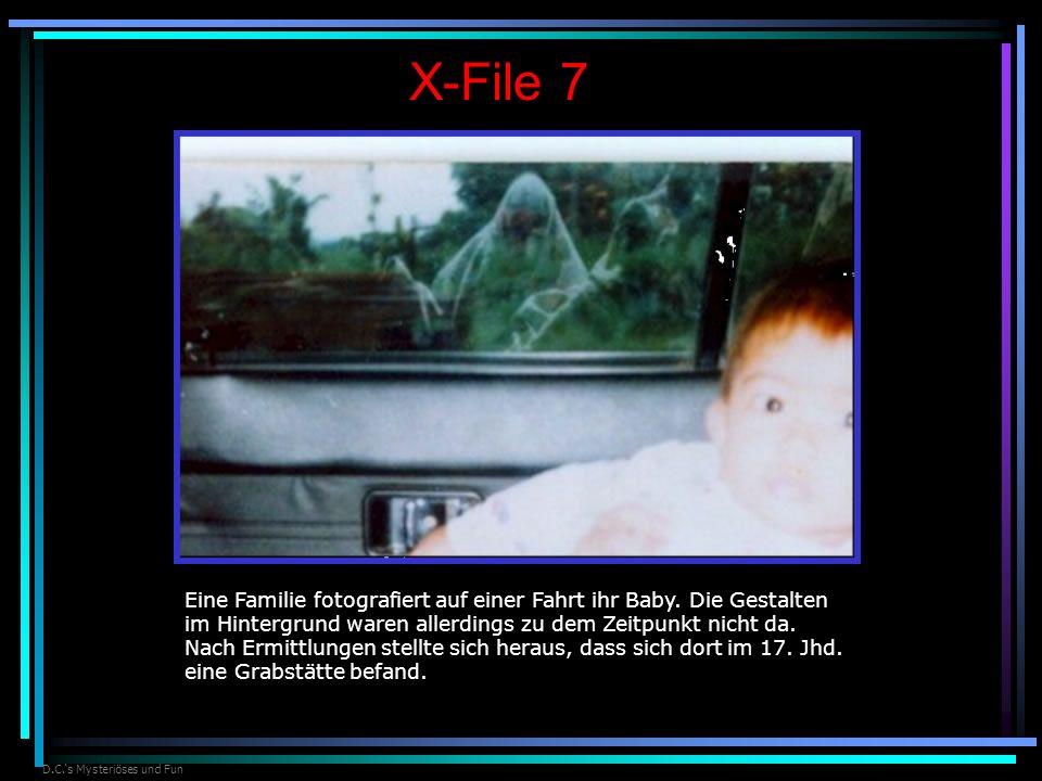 D.C.s Mysteriöses und Fun X-File 7 Eine Familie fotografiert auf einer Fahrt ihr Baby. Die Gestalten im Hintergrund waren allerdings zu dem Zeitpunkt