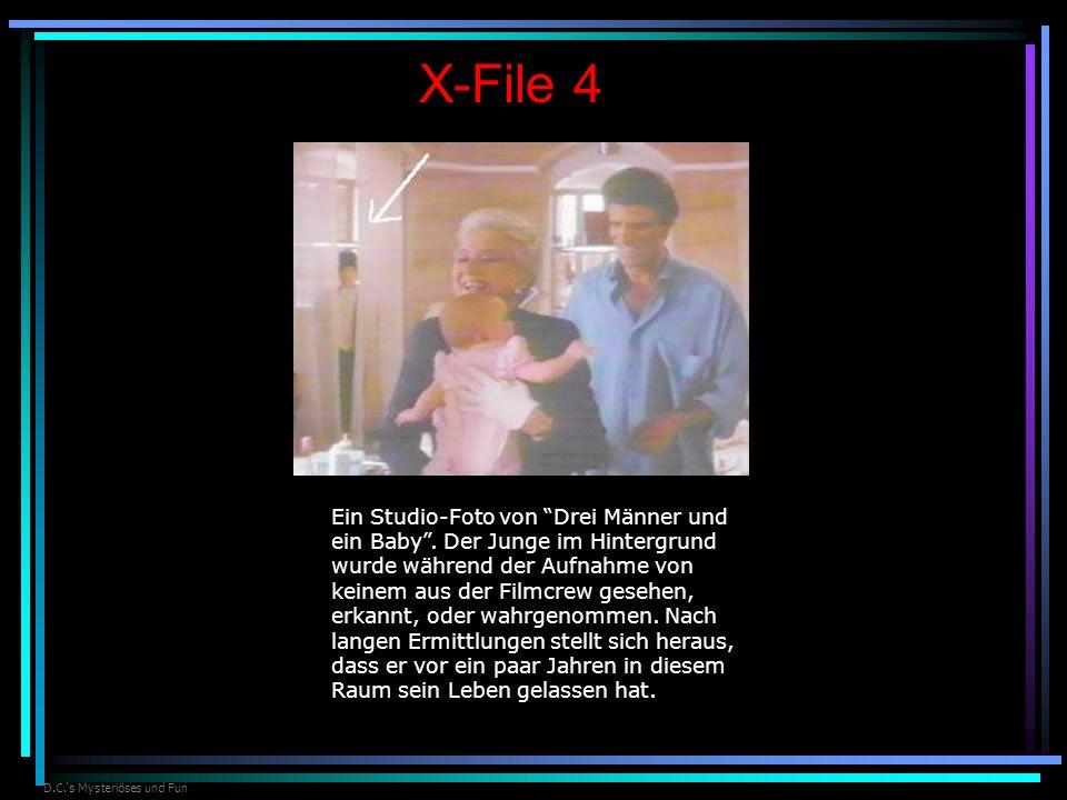 D.C.s Mysteriöses und Fun X-File 4 Ein Studio-Foto von Drei Männer und ein Baby. Der Junge im Hintergrund wurde während der Aufnahme von keinem aus de