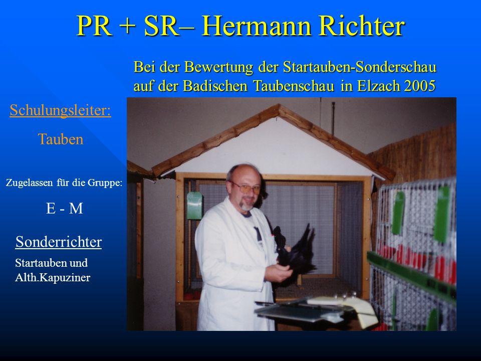 PR + SR– Hermann Richter Sonderrichter Startauben und Alth.Kapuziner Bei der Bewertung der Startauben-Sonderschau auf der Badischen Taubenschau in Elz