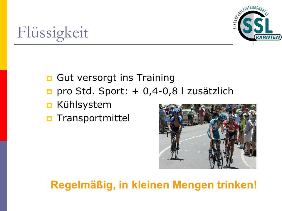 Flüssigkeit Gut versorgt ins Training pro Std. Sport: + 0,4-0,8 l zusätzlich Kühlsystem Transportmittel Regelmäßig, in kleinen Mengen trinken!